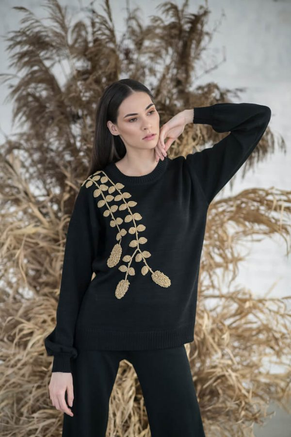 Sweater with gold decoration - 3