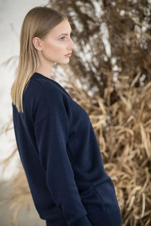 V-neck sweater - 11